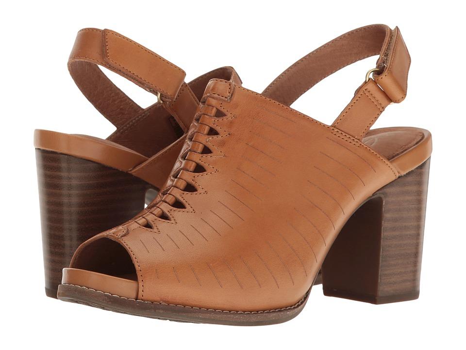 Clarks Briatta Key (Light Tan Leather) Women