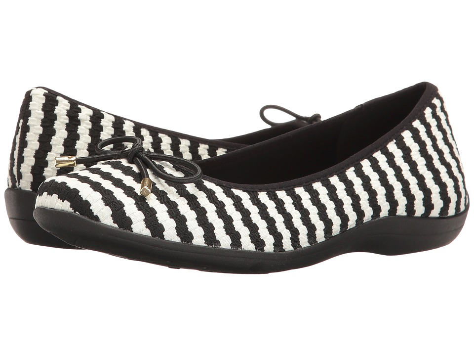 Soft Style - Heartbreaker (White/Black Soundwave) Women's Flat Shoes