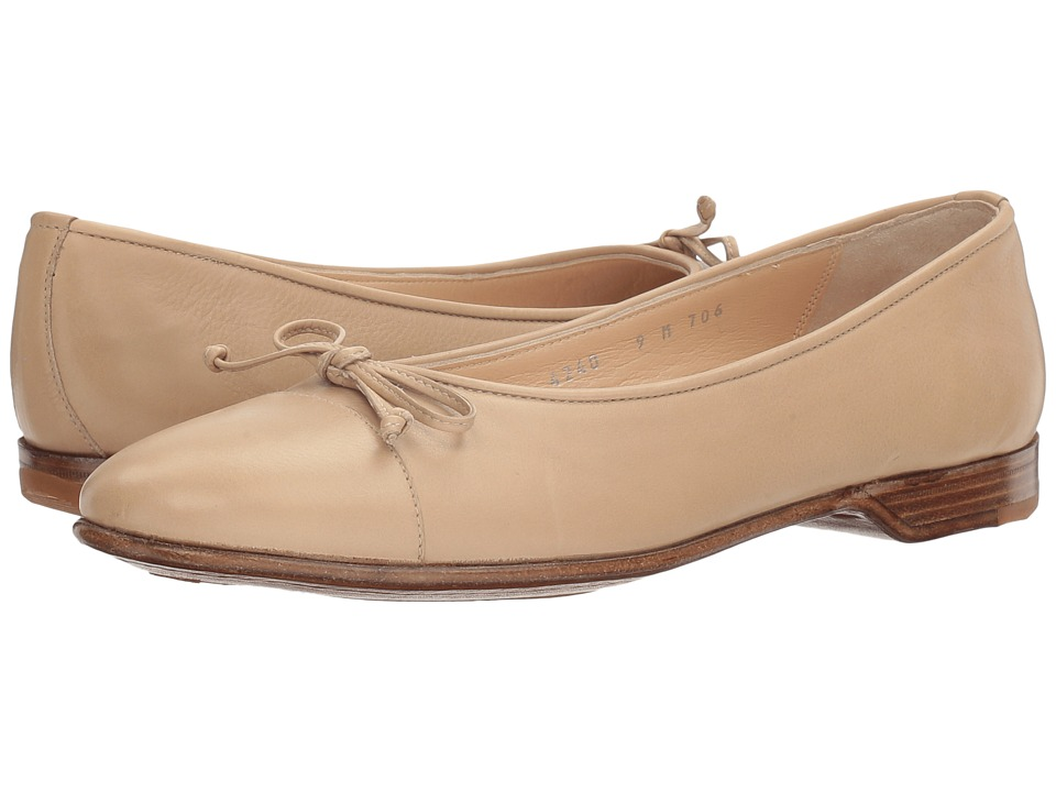 Gravati - Bowed Loafer (Sand) Women's Flat Shoes