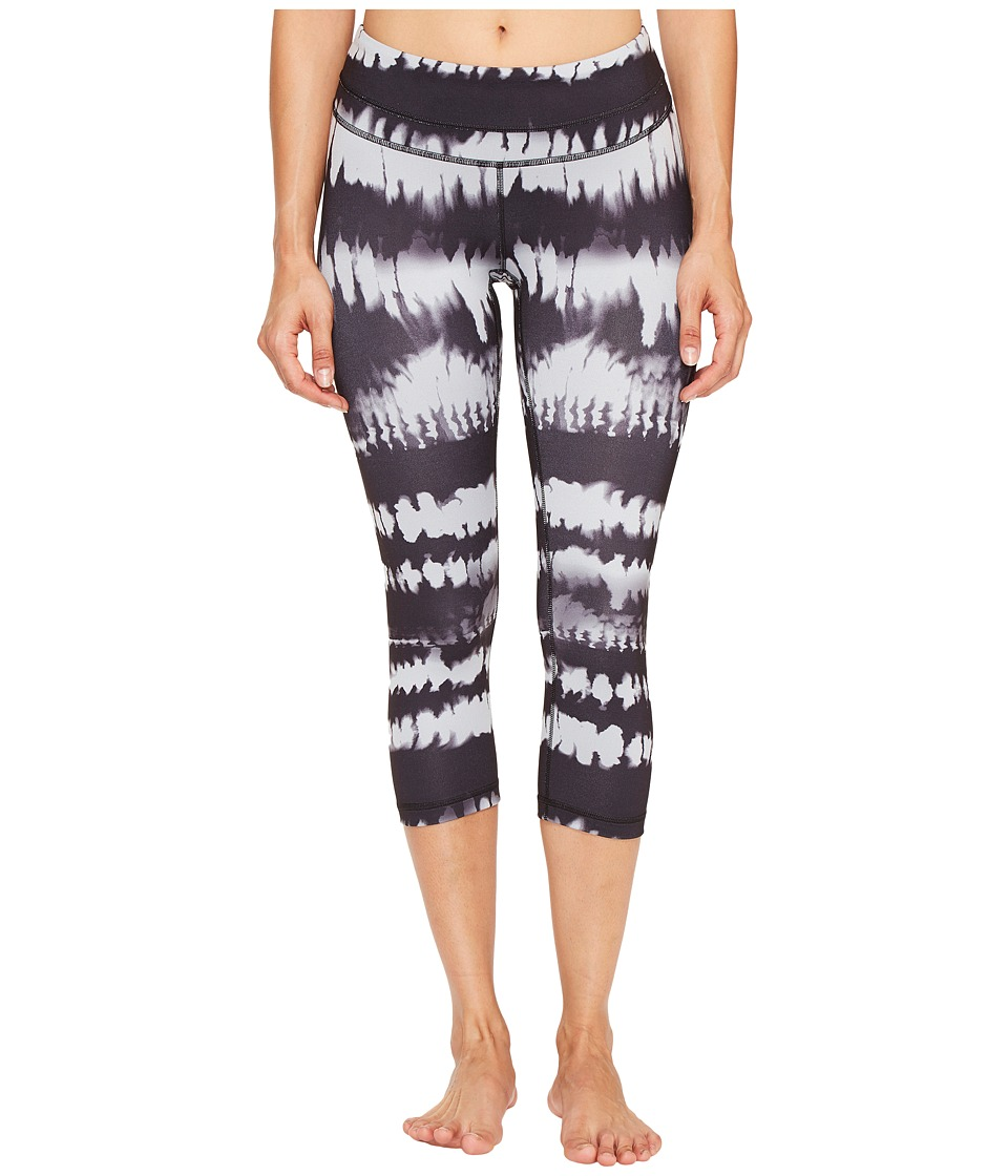 Lucy - Studio Hatha Capri Leggings (Lucy Black Firedance Print) Women's Workout