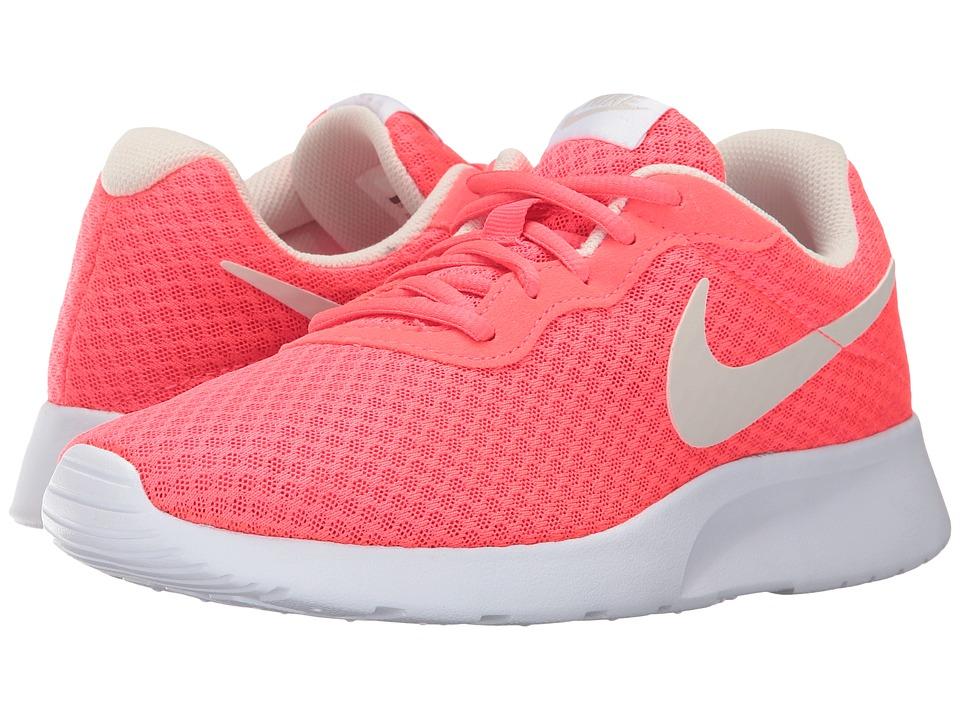 Nike - Tanjun (White/Black) Women's Running Shoes