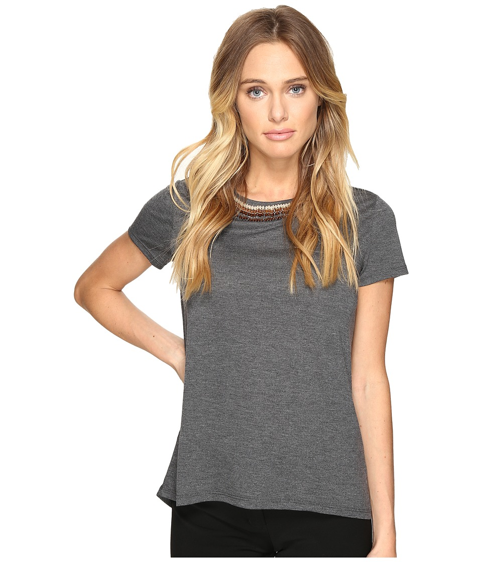 ROMEO & JULIET COUTURE - Short Sleeve Scoop Beaded Neck Top (Heather Charcoal) Women's Clothing