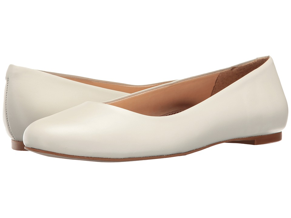 Walking Cradles - Bronwyn (White) Women's Flat Shoes