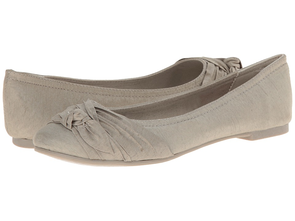 Rocket Dog - Memories (Sesame Thai Silk) Women's Slip on Shoes