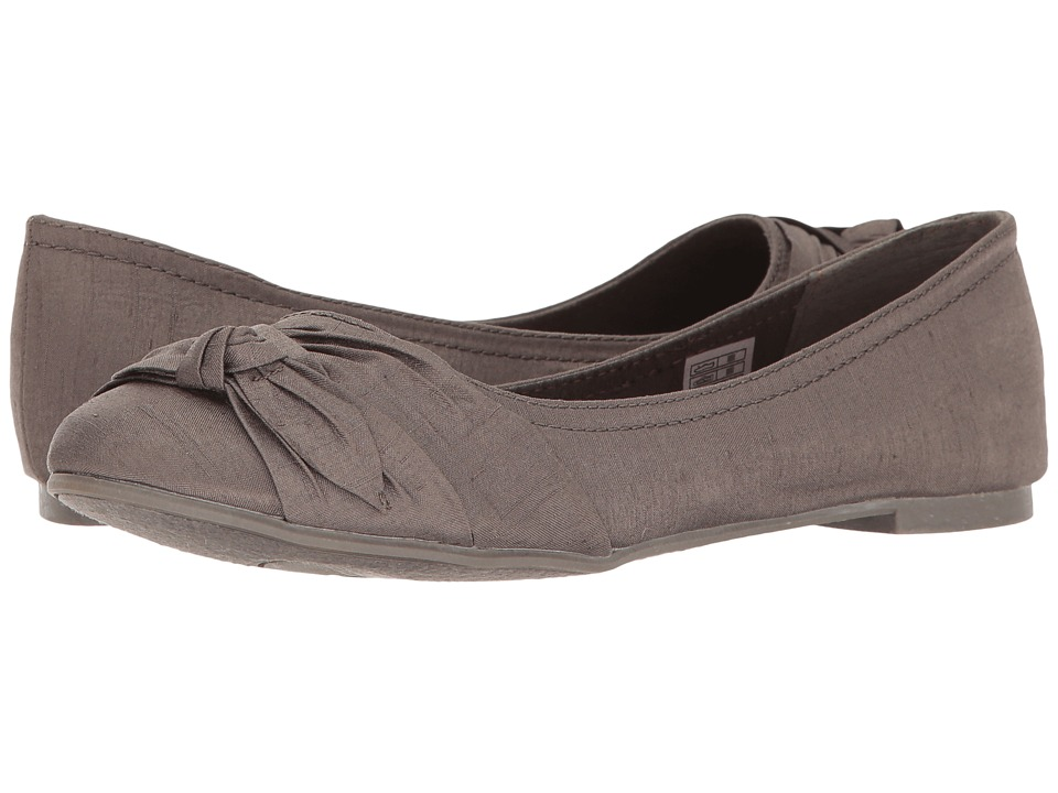 Rocket Dog - Memories (Raw Iron Thai Silk) Women's Slip on Shoes