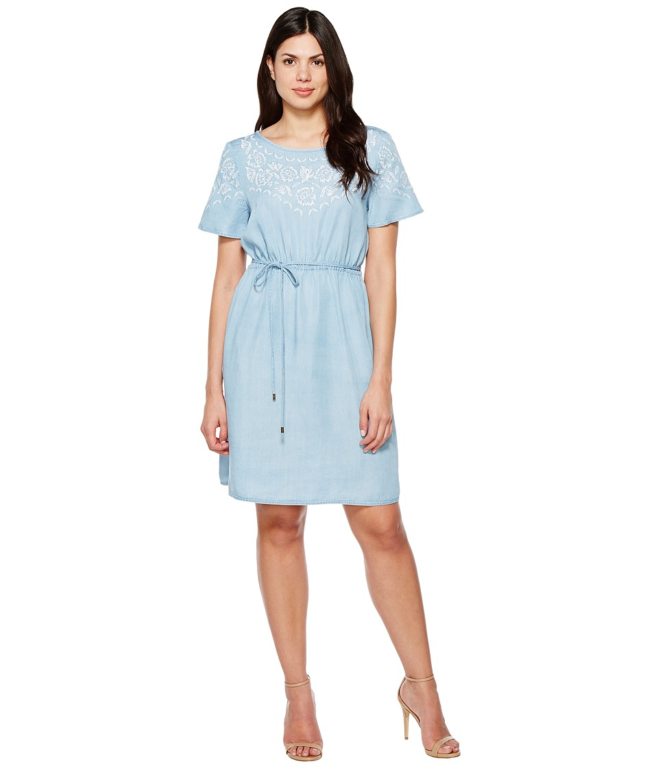 Sangria - Short Sleeve Embroidered Shift with Self Tie Belt (Light Indigo Wash) Women's Dress