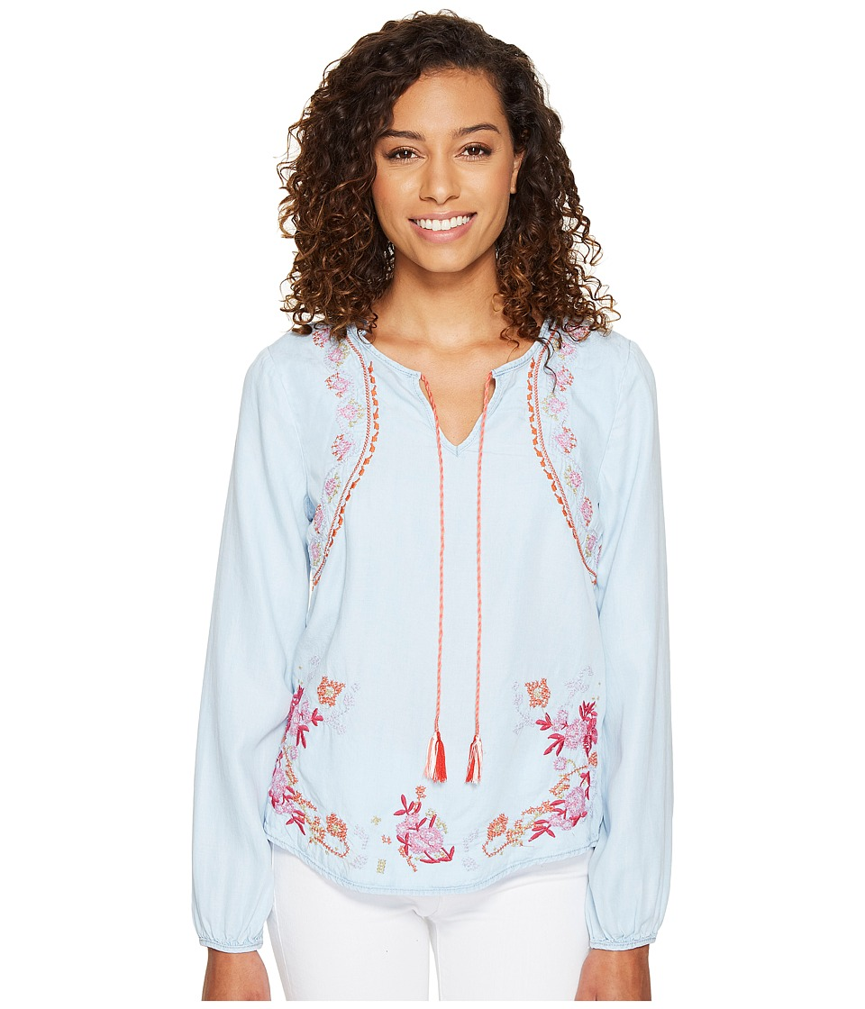 ROMEO & JULIET COUTURE - Chambray Embroidery Top with Tassel (Medium Blue) Women's Clothing