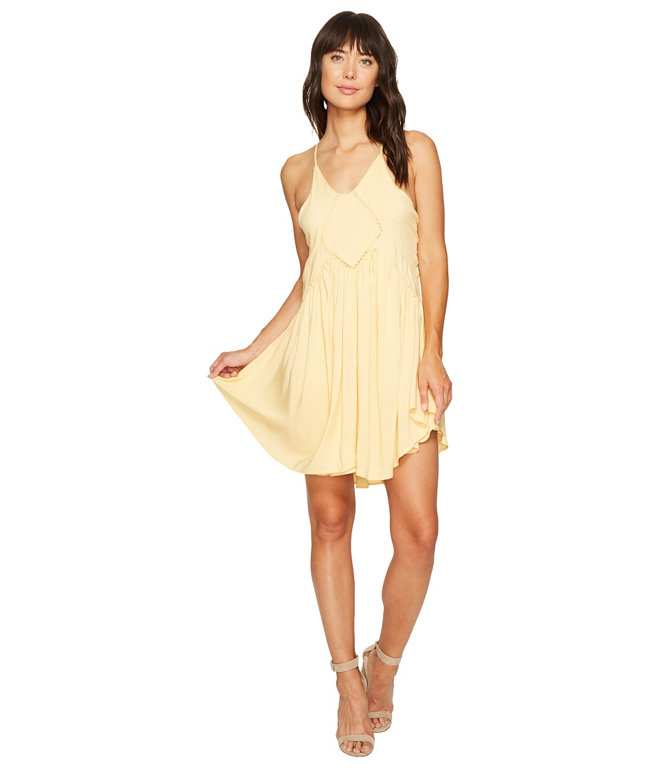 ROMEO & JULIET COUTURE - Crochet Trim Detail Dress (Golden Haze) Women's Dress