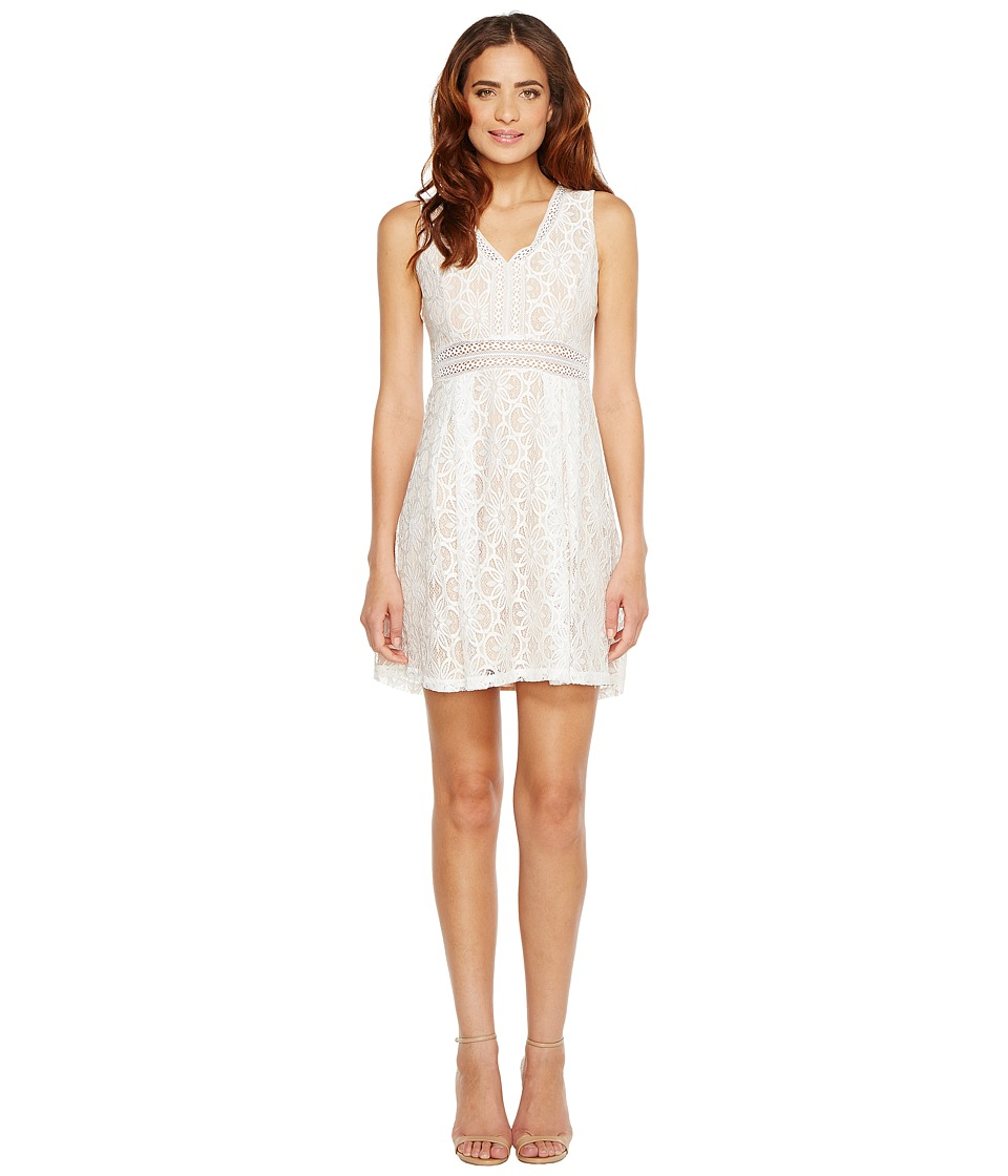 Jessica Simpson - Sleeveless V-Neck Lace Dress JS7A9343 (Ivory/Nude) Women's Dress