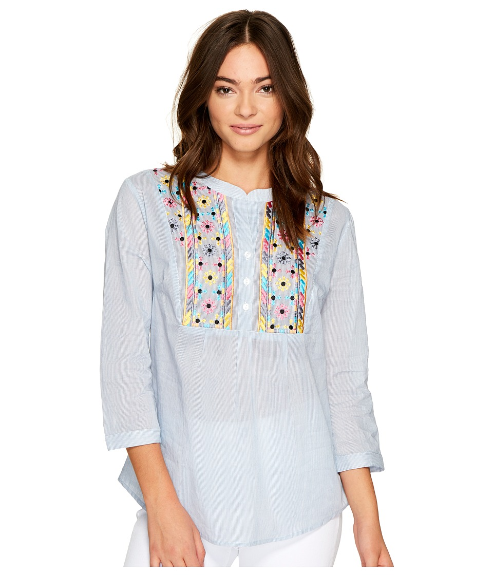 ROMEO & JULIET COUTURE - Multicolor Embroidered Neck Top (Light Blue) Women's Clothing