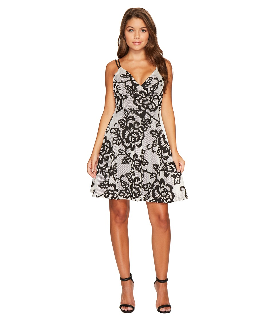 ROMEO & JULIET COUTURE - Mesh Flower Patch Fit and Flare Dress (White/Black) Women's Dress