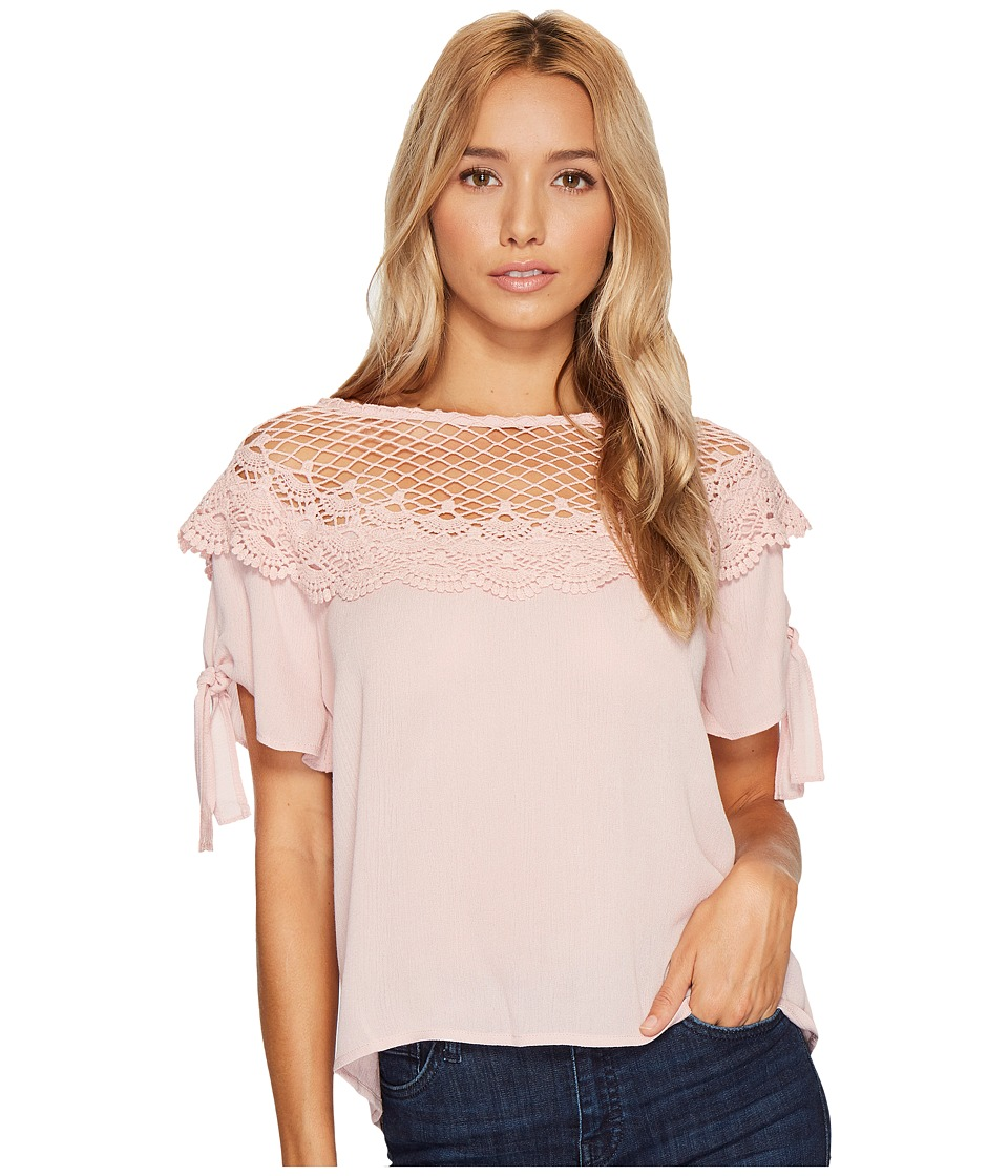 ROMEO & JULIET COUTURE - Scalloped Lace Neck Top (Dusty Pink) Women's Clothing