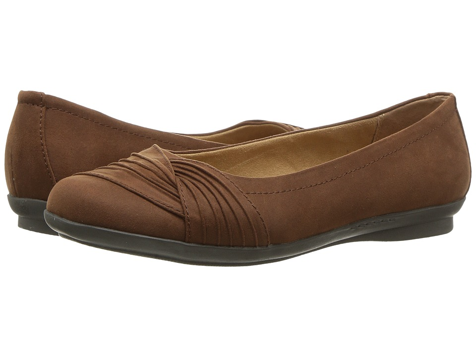 White Mountain - Hilt (Tan Suedette) Women's Shoes