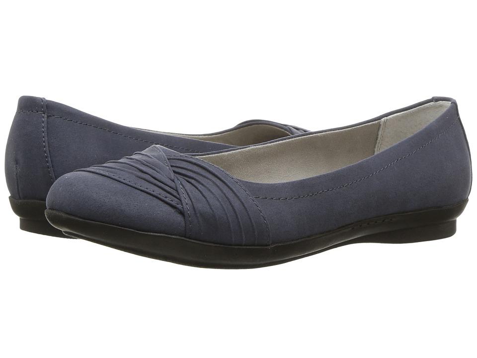 White Mountain - Hilt (Dark Blue Suedette) Women's Shoes