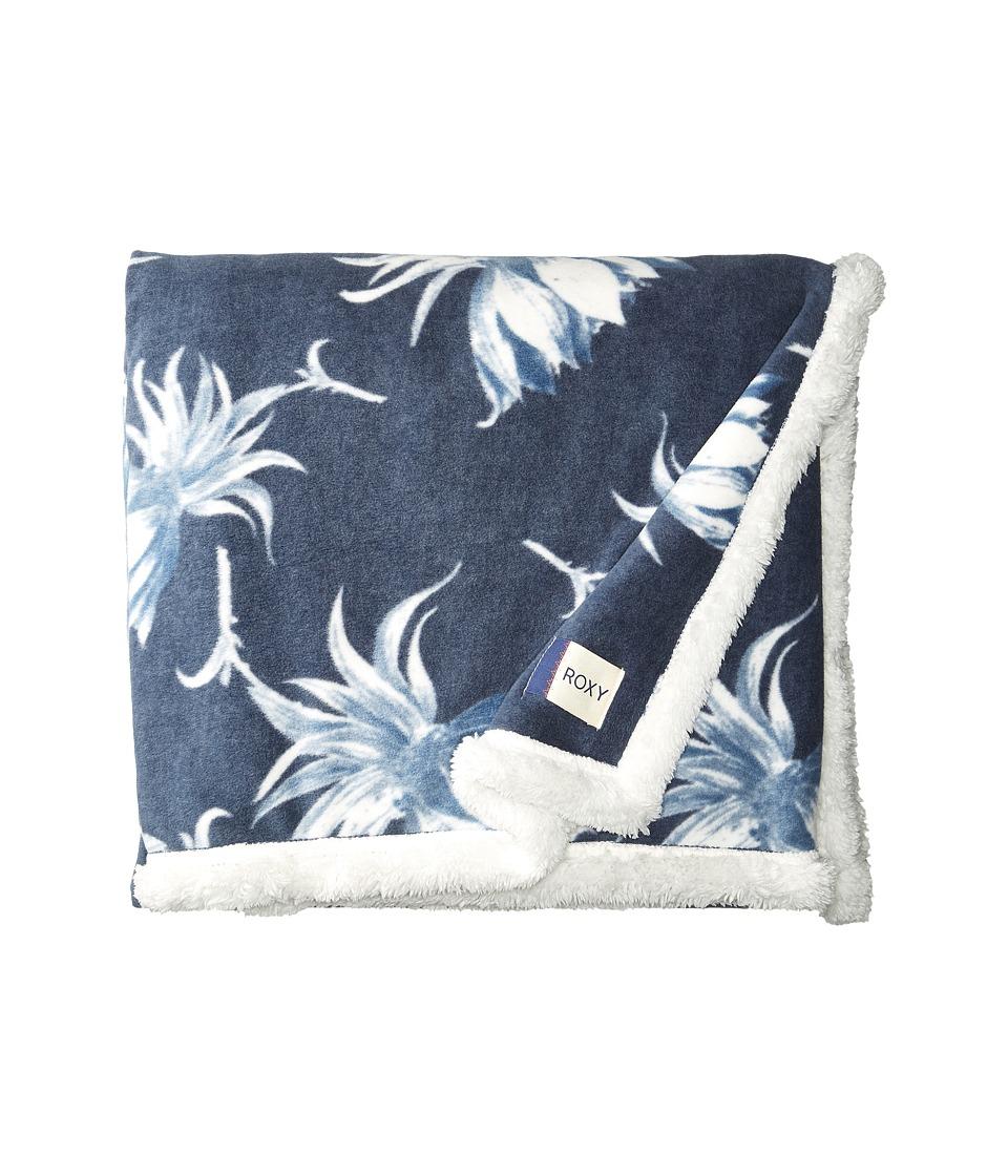 Roxy Hey Sweeties Blanket (Dress Blue Cadaques Flower) Bath Towels